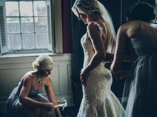 Charleston-wedding-photos-at-The-Mills-House-and-French-Hugenot-Church-by-documentary,-artistic-lifestyle-wedding-photographers-Reese-Allen.jpg